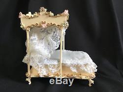 50's vtg Boutique Szalasi Spielwaren REUGE Music Box Bed w dresser stand DOLL sz