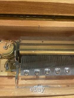 Reuge sainte croix music box 3/72